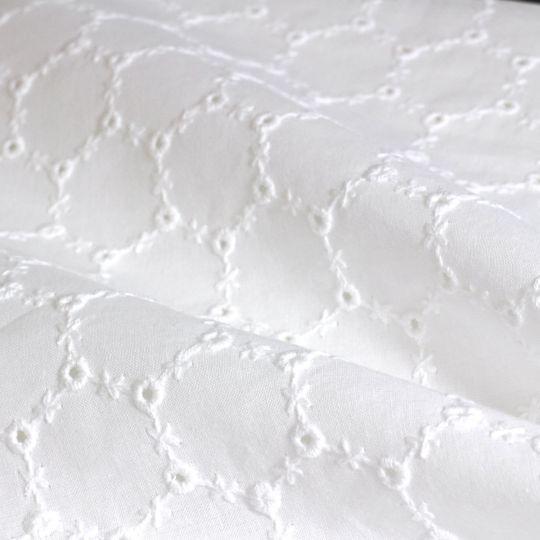 Bio-Voile aus Baumwolle mit Bohr-Stickerei Design 69816 - weiß